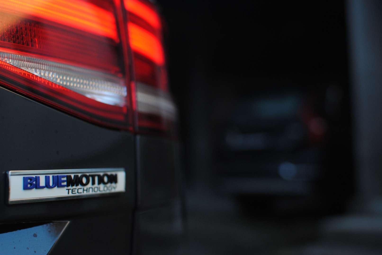 Zakon o davku na motorna vozila